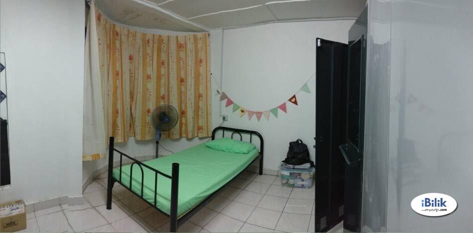 Master Room at PU8, Bandar Puchong Utama