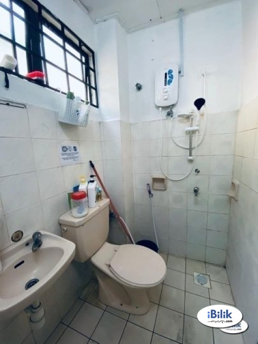 convenience NO DEPOSIT ! Single Room at BU11- Bandar Utama with High Speed WI-FI   ( EASY Access to SS7 )