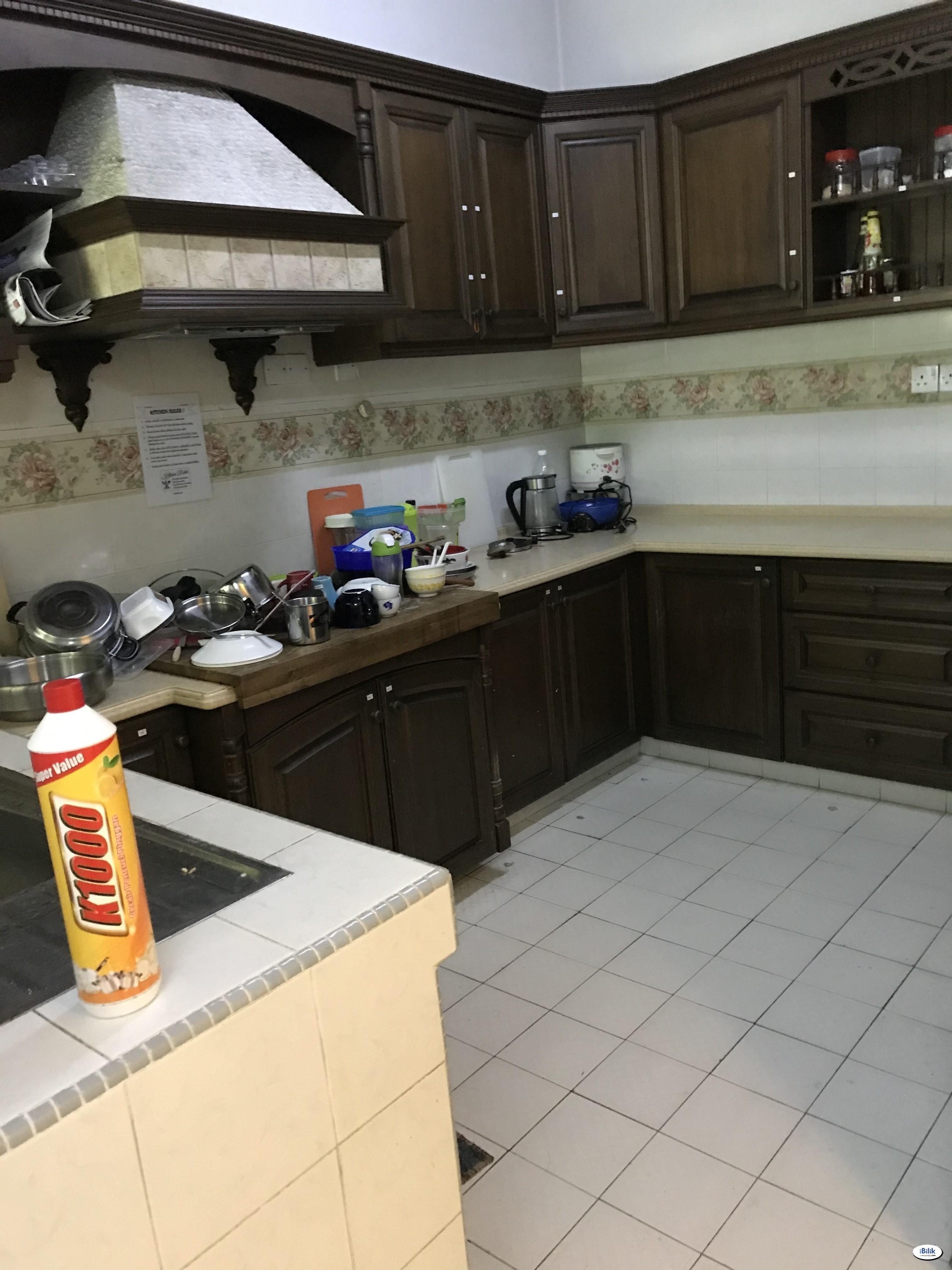 [FREE WIFI & CLEANING SERVICE] Middle Room at BU2, Bandar Utama