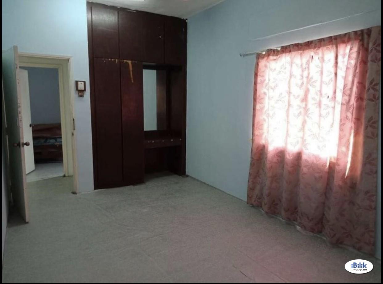 Middle Room at Kampung Baru, KLCC