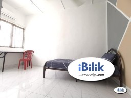 Room Rental in Petaling Jaya - Sᴛᴜᴅᴇɴᴛs ᴀʀᴇ ᴡᴇʟᴄᴏᴍᴇ ❗ Middle Room for rent at SS4, Kelana Jaya | Free Wi-Fi