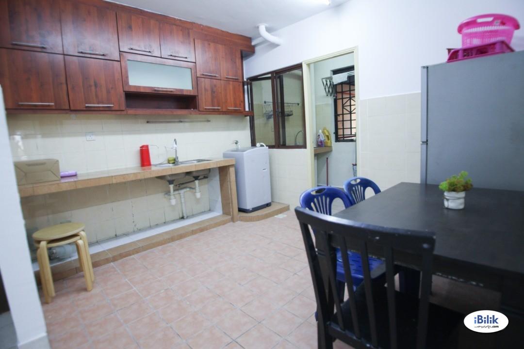 Master Room at Palm Spring, Kota Damansara Fully Furnished Newly Renovated Walking Distance to MRT