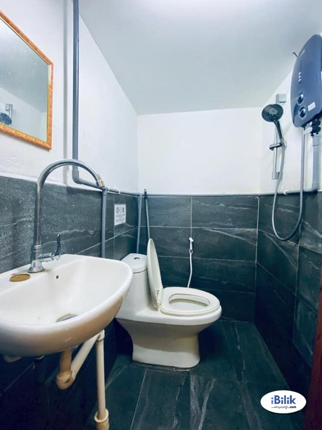Comfort Urgent Move IN. 1 Furnished Room 1 Bathroom at Kota Damansara