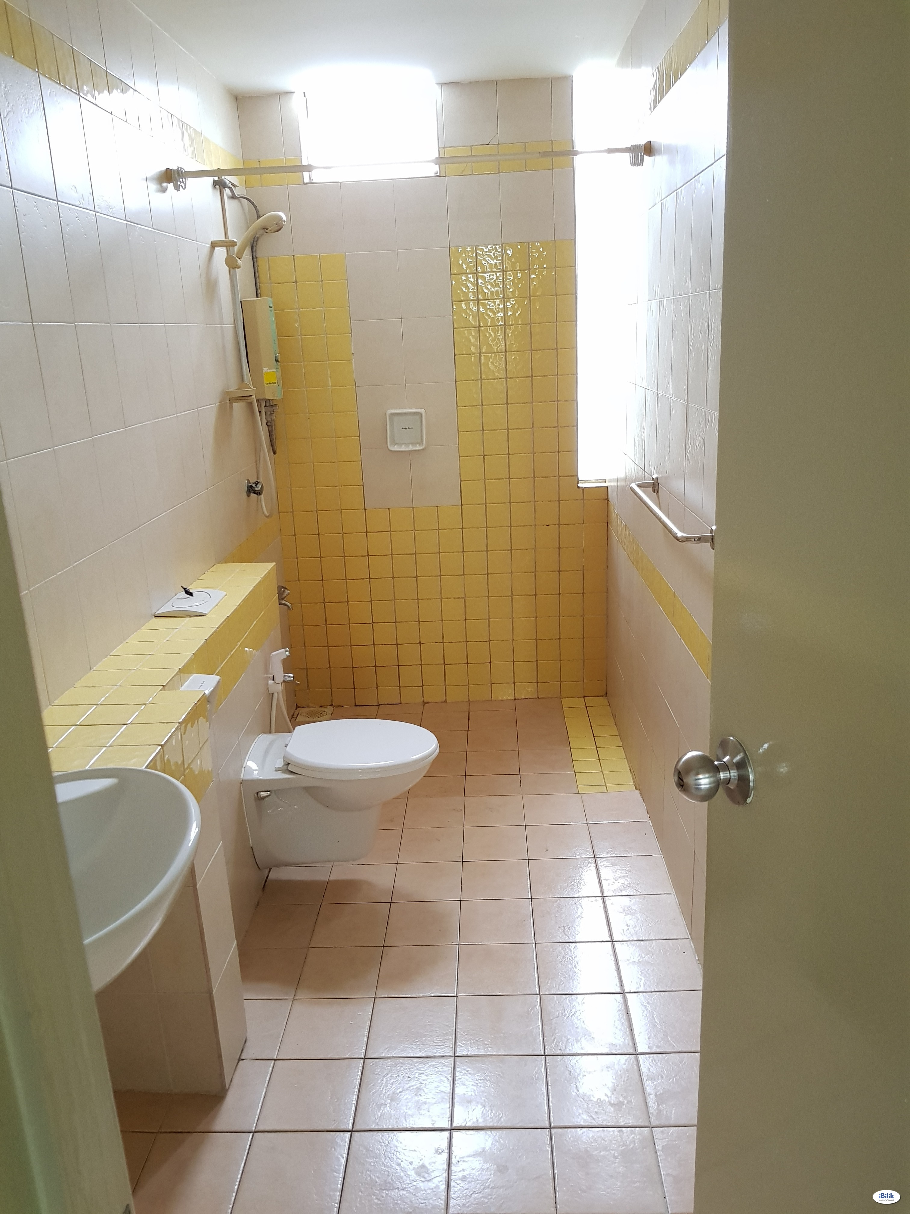 Clean & Tidy Middle Room To Let at Cyberia SmartHomes