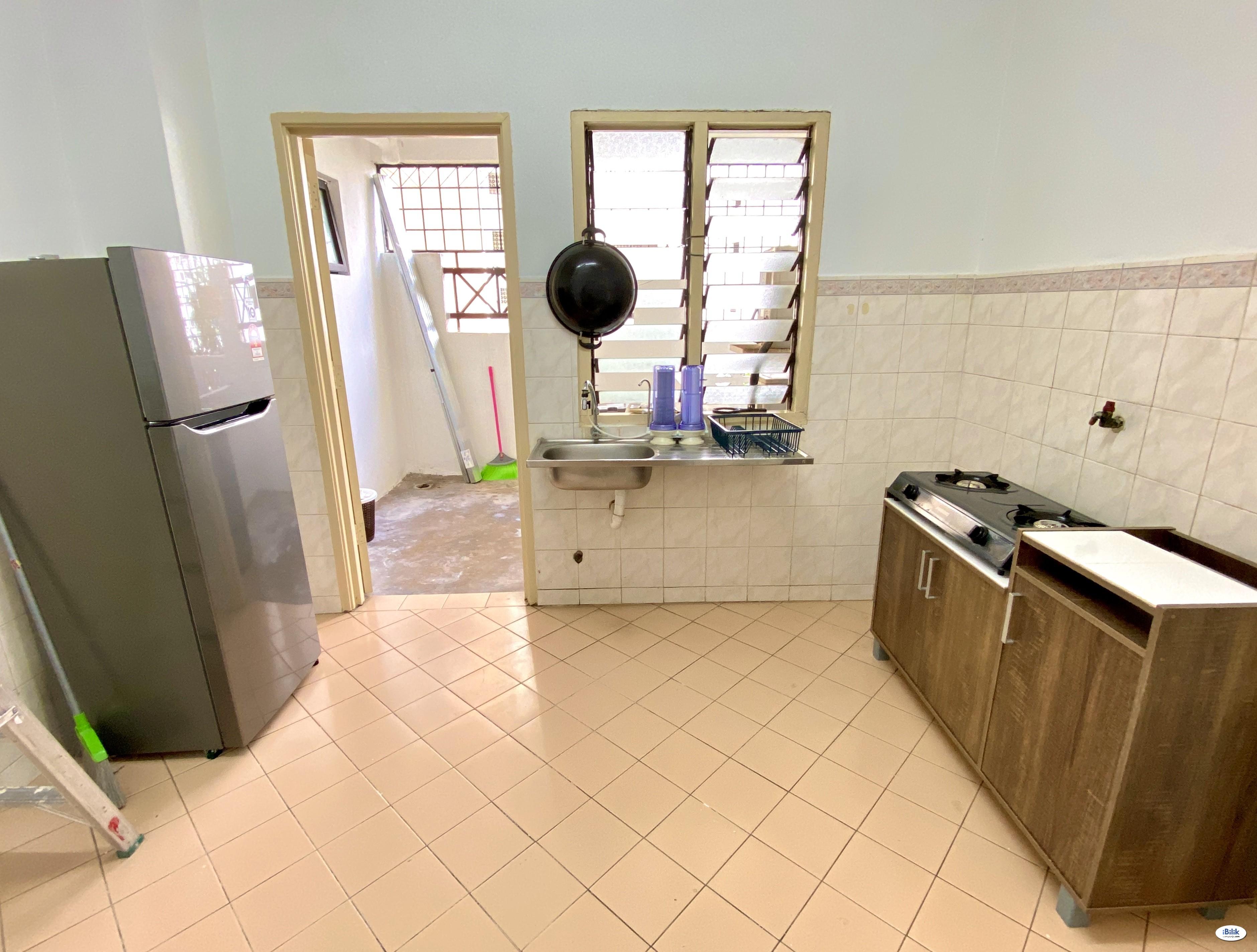 IMU room, near lrt, room include all utilities, wifi and ac.