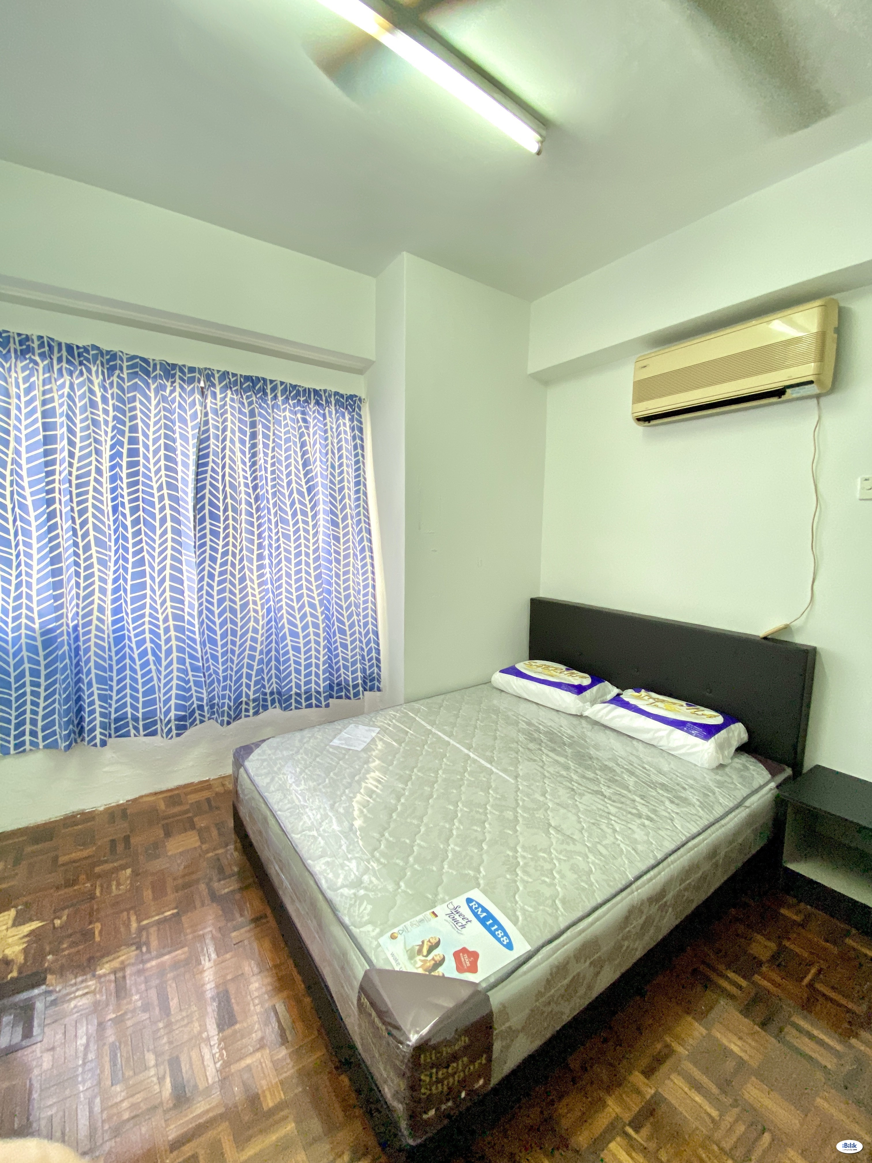 Middle Room with include all utilities, wifi n ac. 包水电Wi-Fi冷气