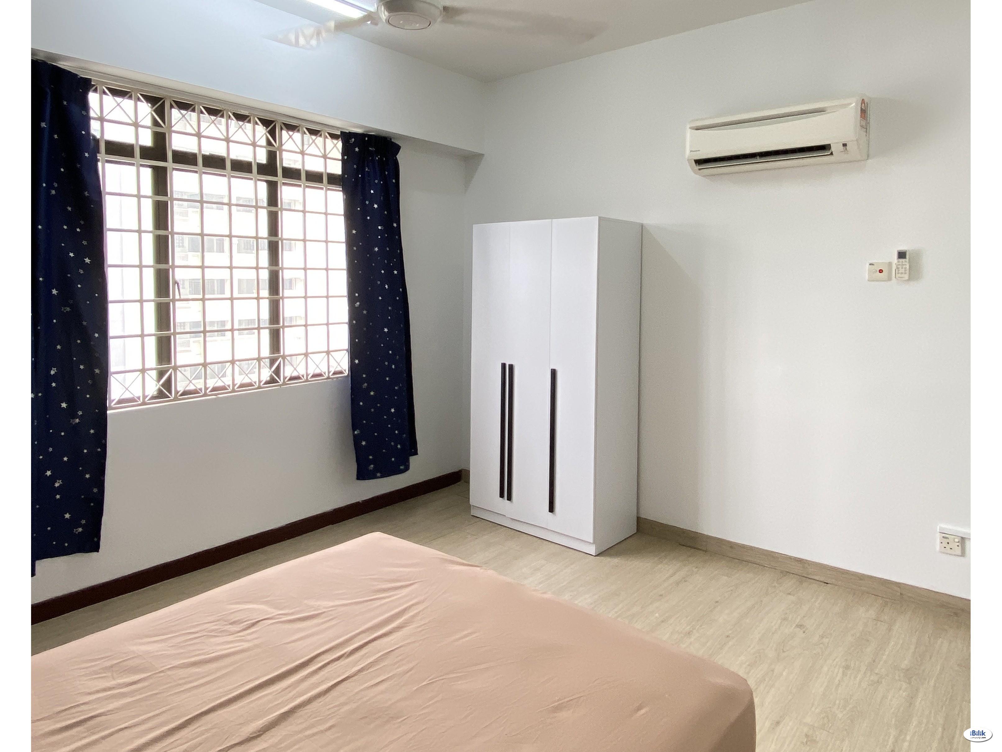 Female Room, Master room with bathroom, Vista B, Near lrt, imu. Wifi and ac all include.