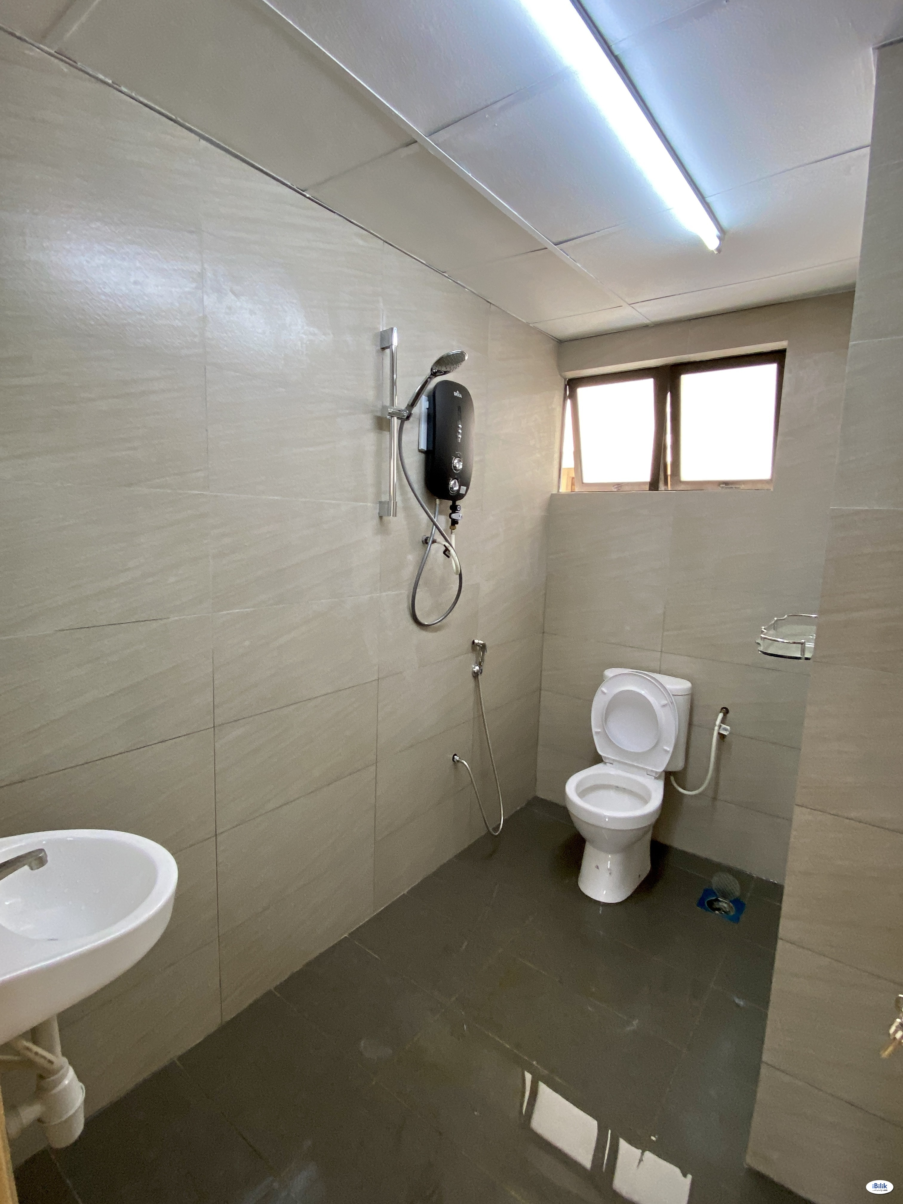 Small room with balcony, female unit, include all utilities, wifi n ac.