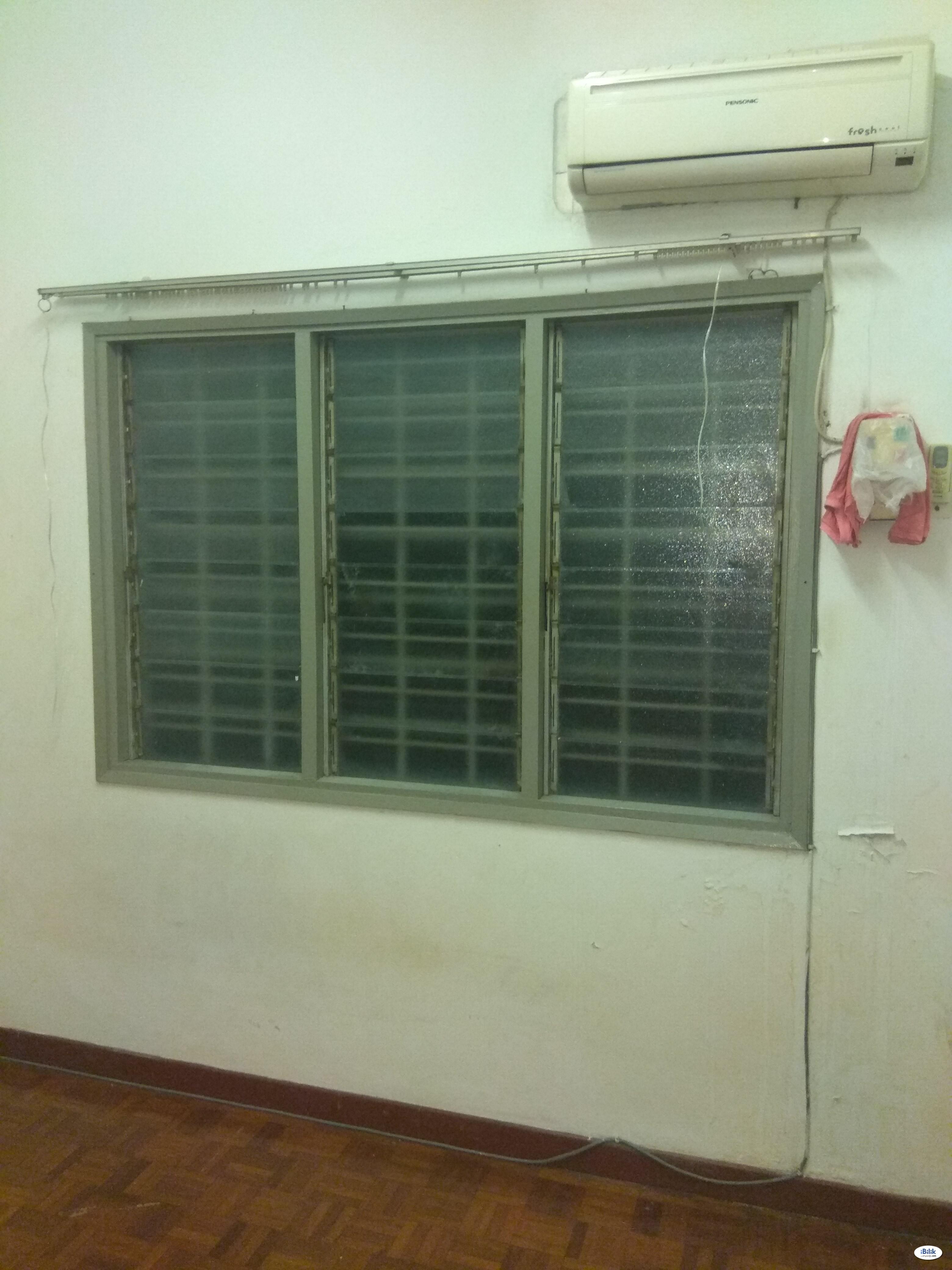 Middle Room at USJ 6, UEP Subang Jaya