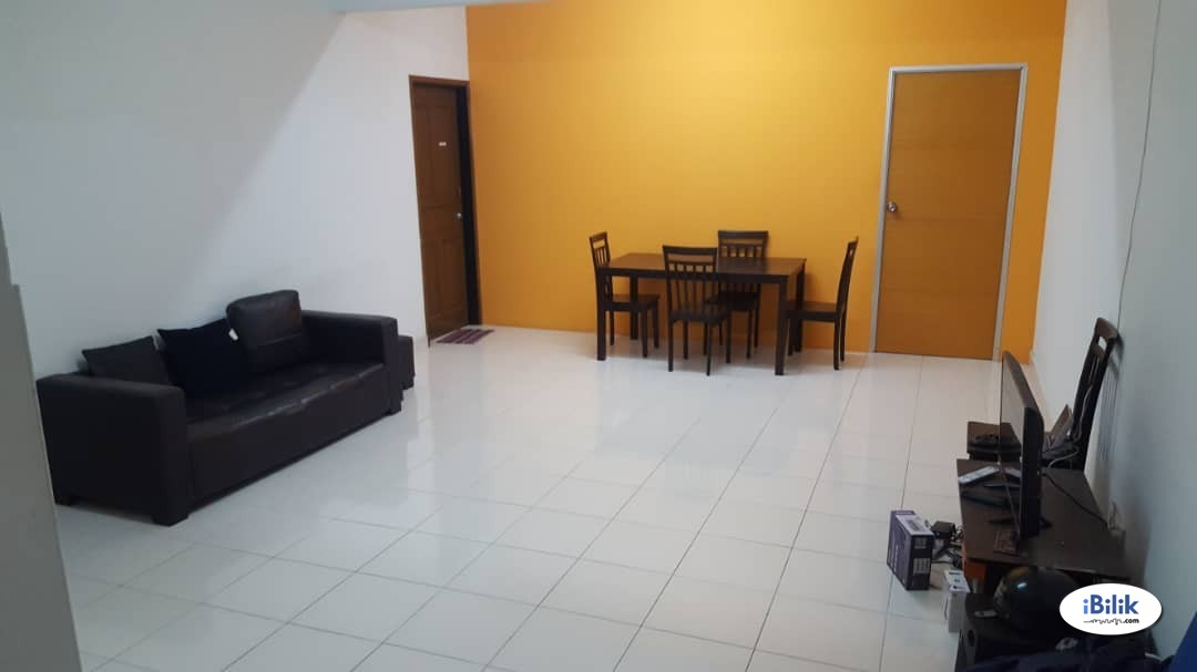 Middle Room at Cyber Heights Villa, Cyberjaya