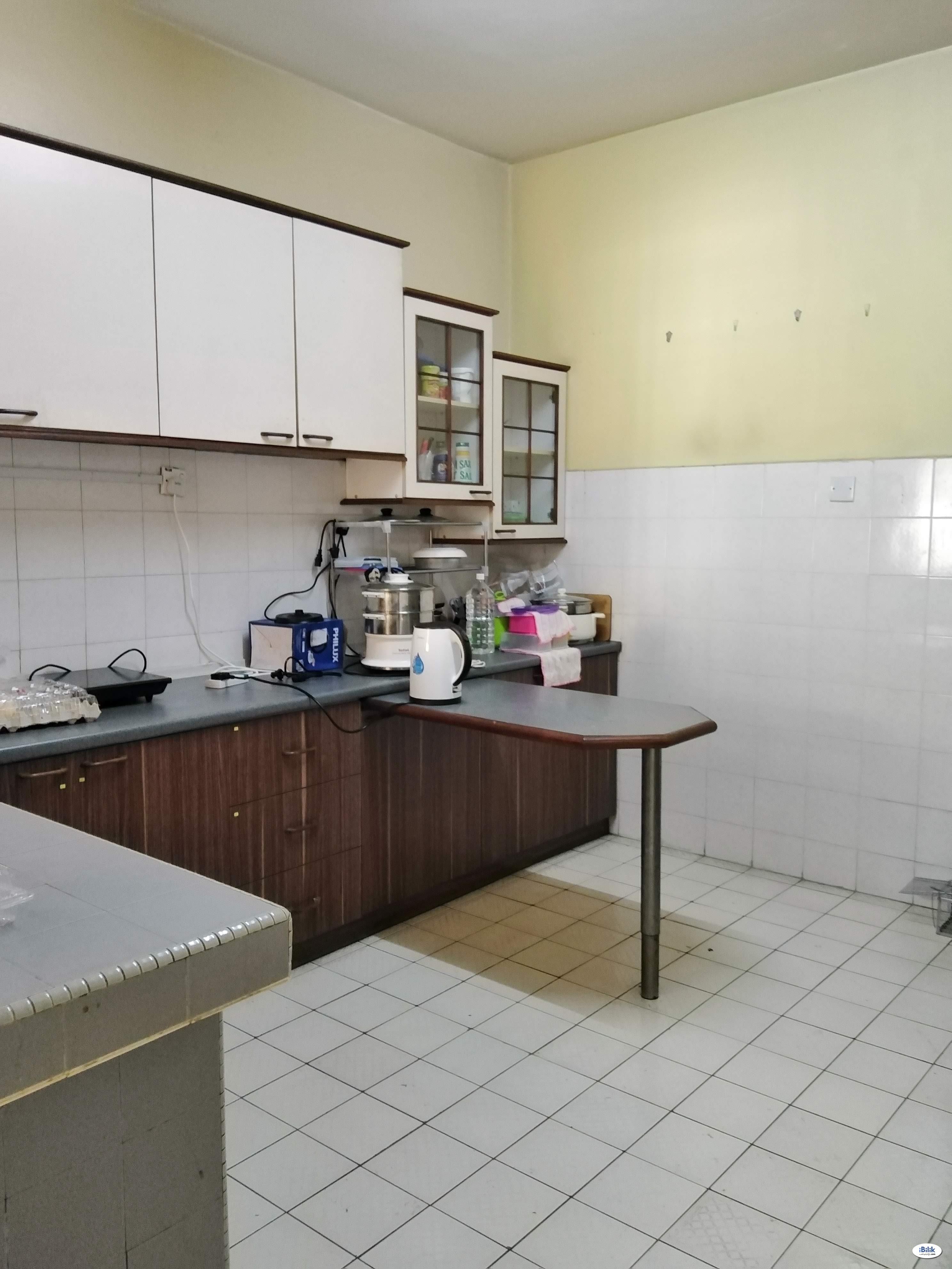 LRT station Middle Room at Mutiara Bukit Jalil, Bukit Jalil
