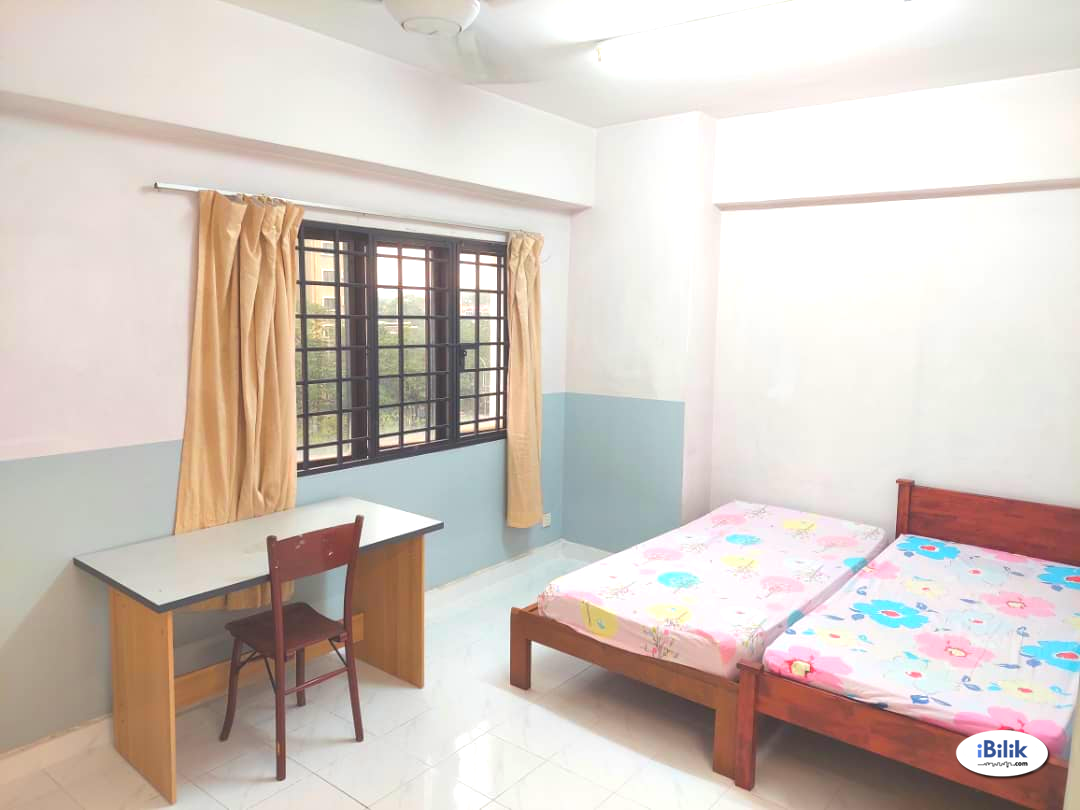 3 months RM 100 off - 3 mins walk to LRT - Direct Golf View Master Rooms - Fully Furnished