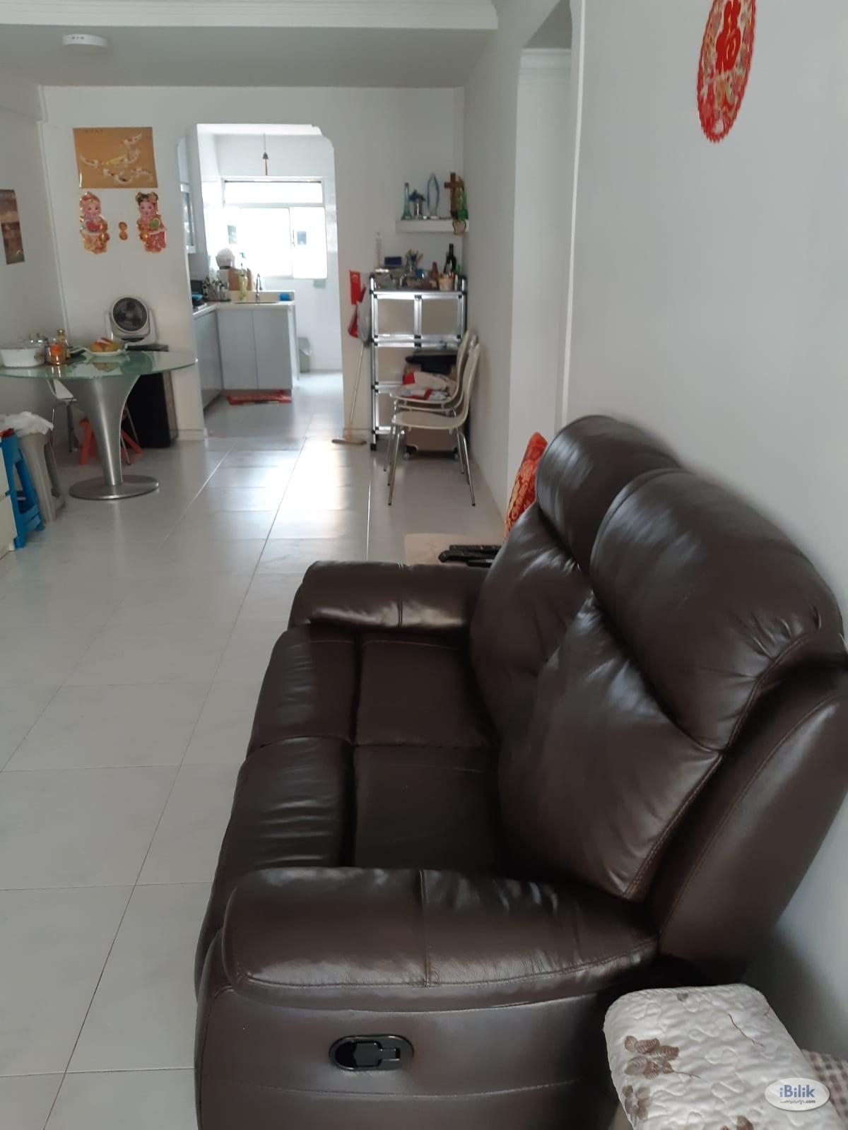 Common room at 346 ang mo kio avenue 3 for rent! Aircon wifi!