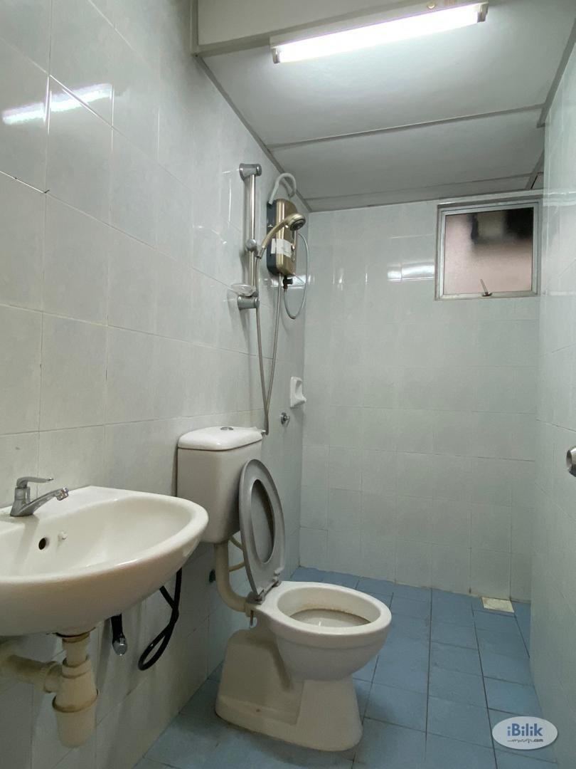 Best Accomodation!!! [7 Mins walk to LRT!!!!] Newly Renovated with Air Con Middle Room at Wangsa Metroview, Wangsa Maju