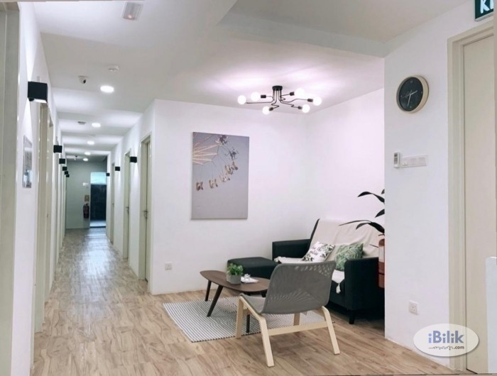 comfy  ZERO DEPOSIT--EXCLUSIVE FULLY FURNISHED AIRCOND SINGLE ROOM @ SS15!