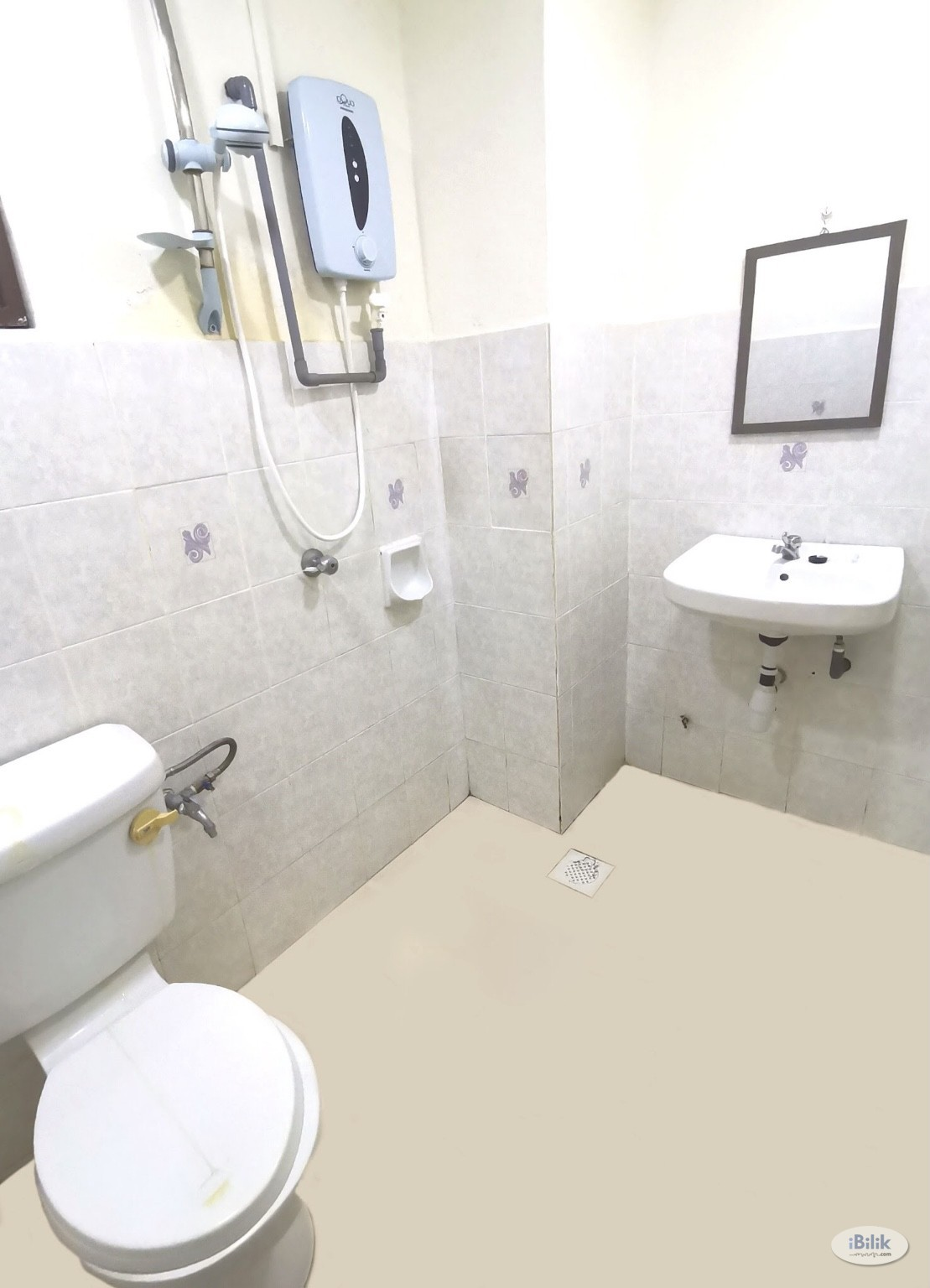 Middle Room at Ridzuan Condominium, Bandar Sunway