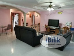 Room Rental in  - Common room at 206c compassvale lane for rent! Aircon available!