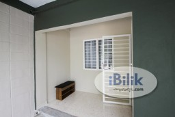 Room Rental in Petaling Jaya - *Low Deposit Offer*Renovated Double Story Landed House,Fully Furnished Single W/Window & Aircond Walking Distance to Taylors Lakeside