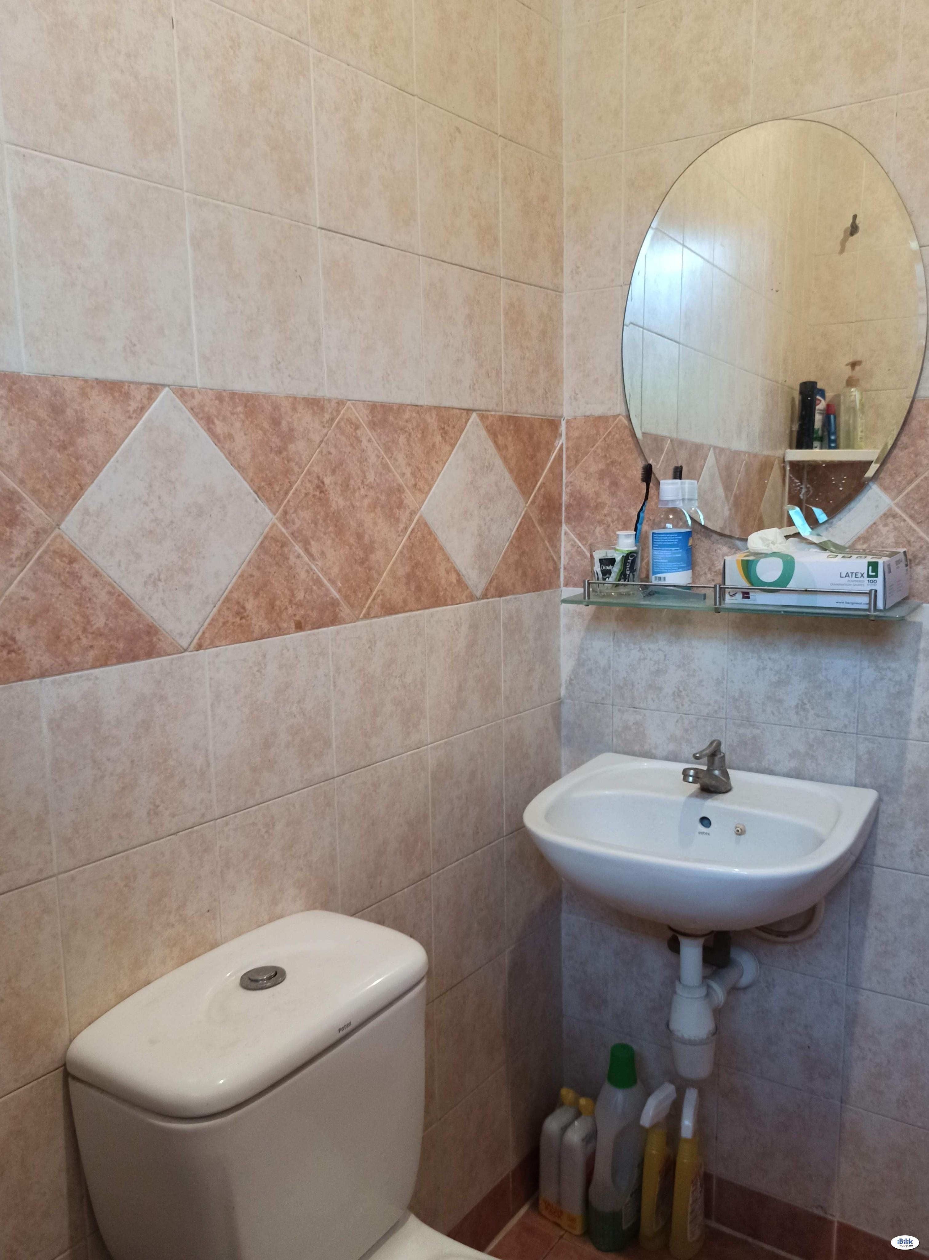 Room - Shared House at Bandar Bukit Tinggi 2, Klang