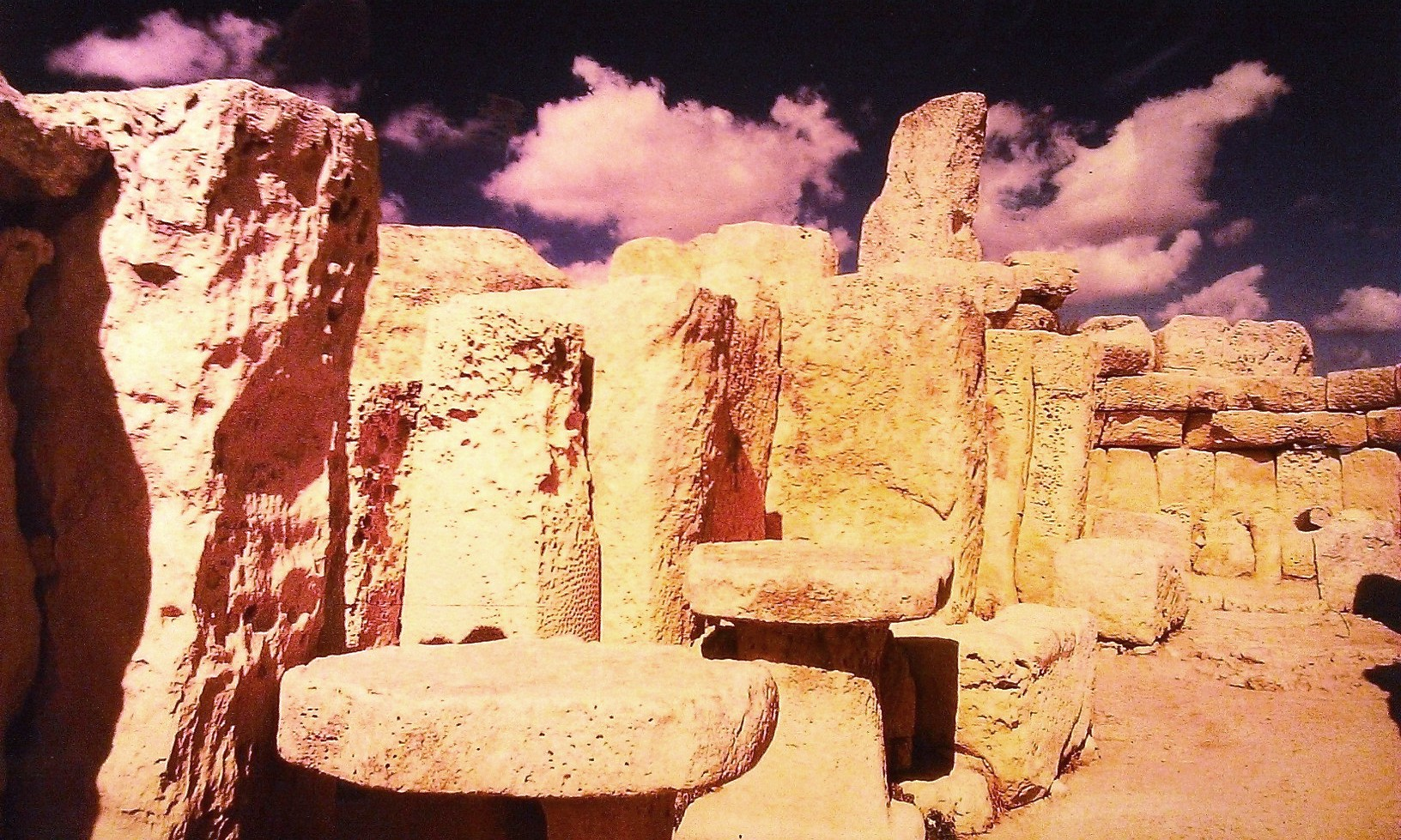 Megalithic Temples of Malta - Malta Cathrin Eszbach