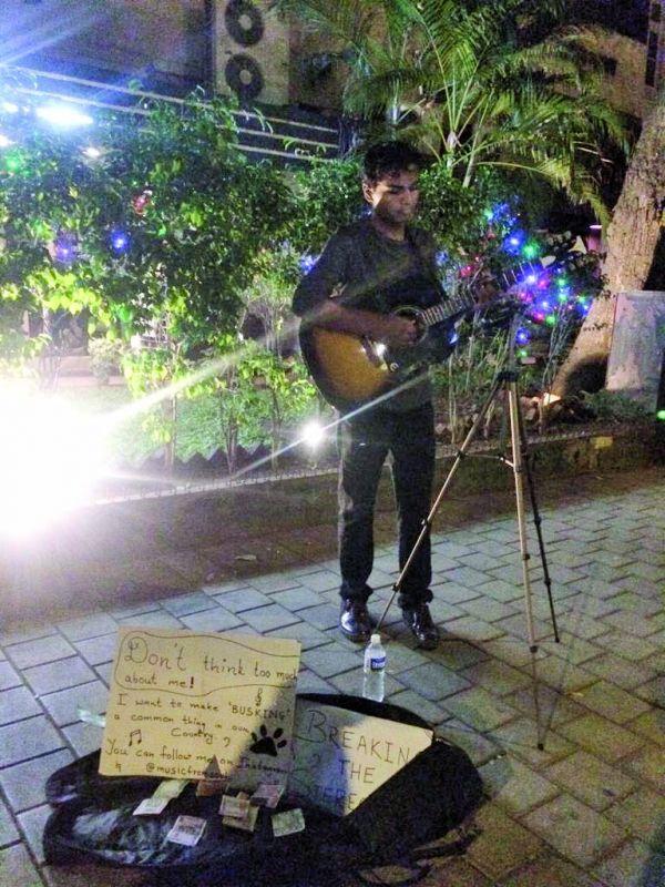 Ashish Gaikwad performing opposite Marine Drive