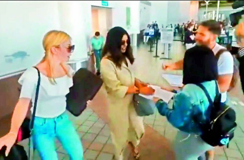 A Twitter user posted a video of PeeCee giving autographs to two fans while coming out of an airport. The same people were seen taking her autograph at another terminal too.