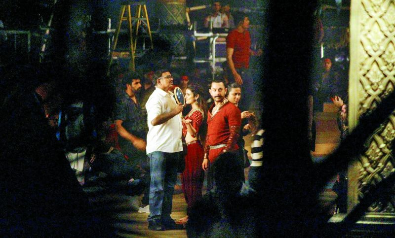 A leaked shot from the sets of Thugs of Hindostan