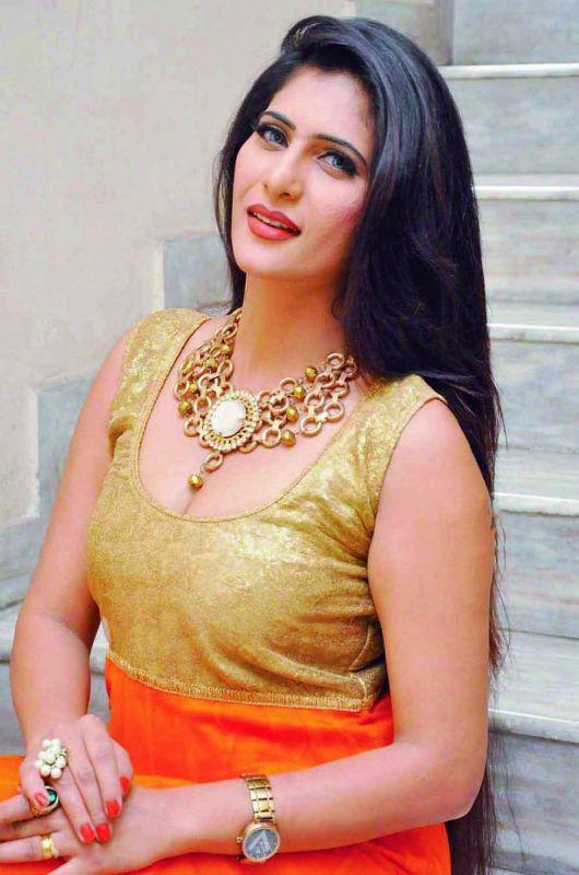 Neha Saxena, TV actress
