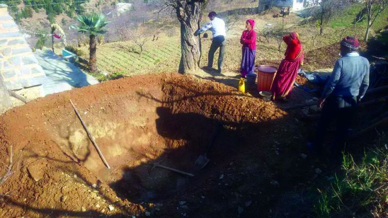 vvVillagers build a tank for water conservation nn