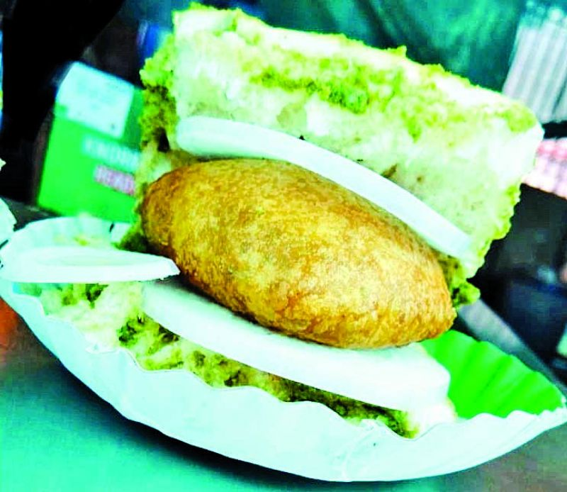 Chicken vada pav