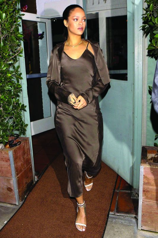 Rihanna exudes a casual chic appeal in this number.