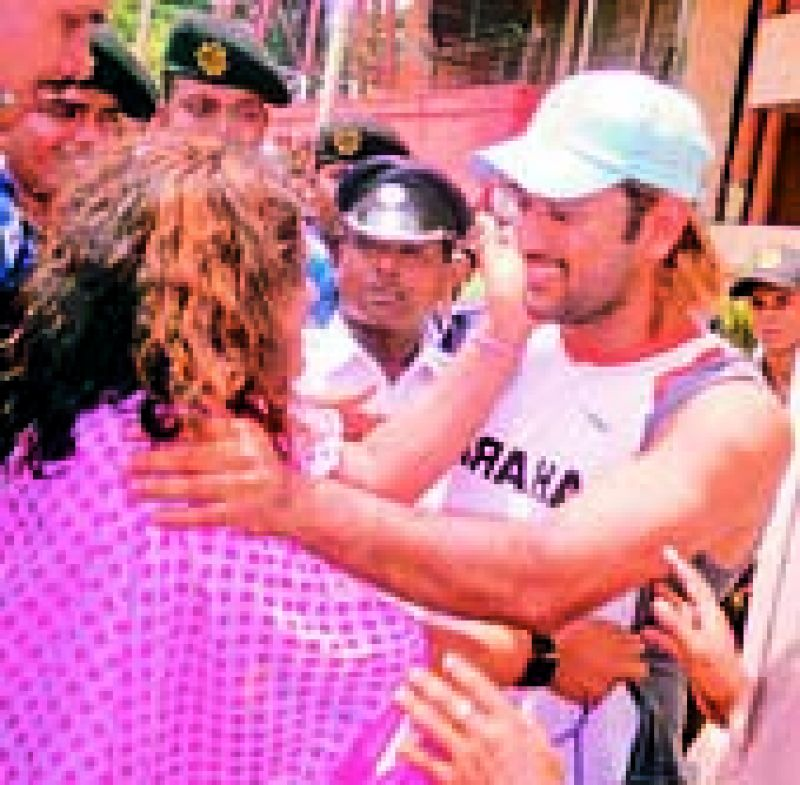 In 2011, Dhoni was given a hug by Shiuli Haseena Nasrin, who had been following the cricketer around for a few days in Kolkata. In fact, when Dhoni apparently realised that the girl was desperately trying to meet him, he got down from the team bus and asked the policemen to allow her to meet him.