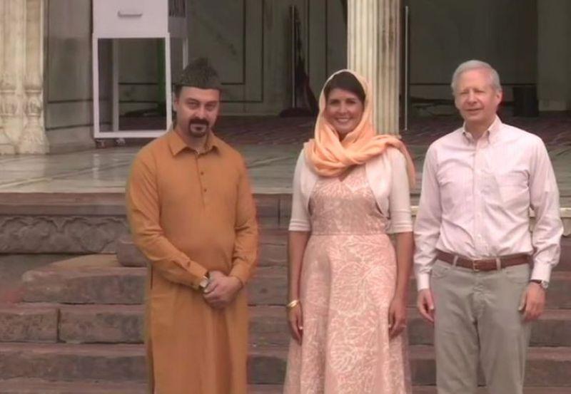 Nikkil Haley visits Jama Masjid in New Delhi. (Photo: Twitter | ANI)
