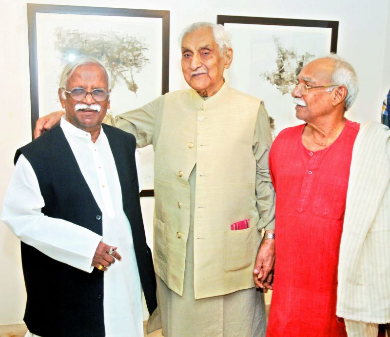Devraj Dakoji's friends Laxma Goud and Thota Vaikuntam came to encourage him along with Jagdish Mittal
