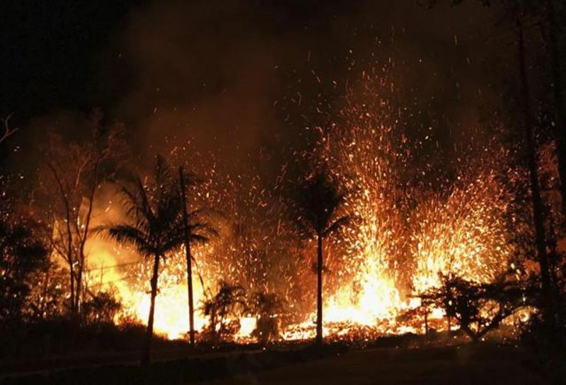 A new fissure erupts in Leilani Estates in Pahoa, Hawaii. (Photo: AP)