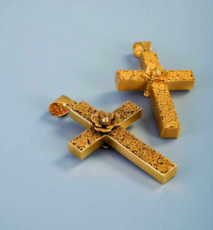 Gold neck  crucifix — Vinsan academy of film and media