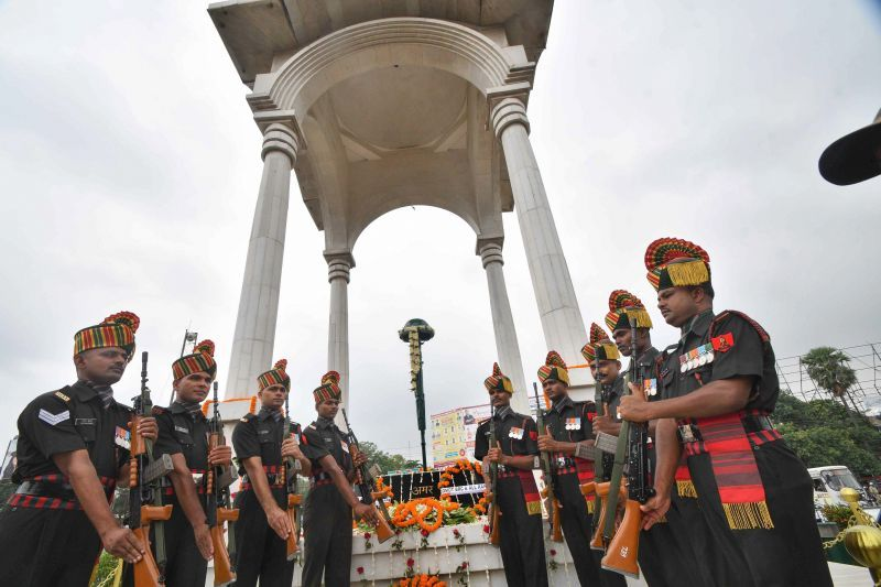 Army soldiers pay gun salute at Shaheed-e-Kargil memorial as part of Kargil Vijay Diwas celebrations, in Patna on Thursday. (Photo: PTI)