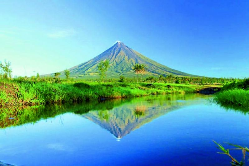 Mount Mayon's beauty and symmetry is u