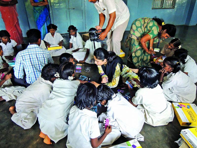 Aditi Prasad teaching robotics to young girls