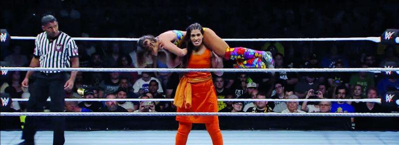 Kavita Devi fighting Dakota Kai at her WWE debute