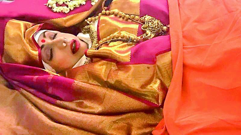The mortal remains of Sridevi placed in the glass casket had gold jewellery and make-up along with the Kanjeevaram saree
