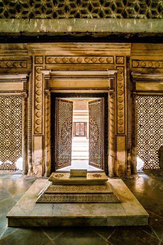 Another shot of the stunning Paigah tombs nn