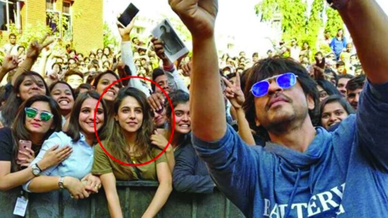 Saima Hussain Mir in the viral picture with Shah Rukh Khan