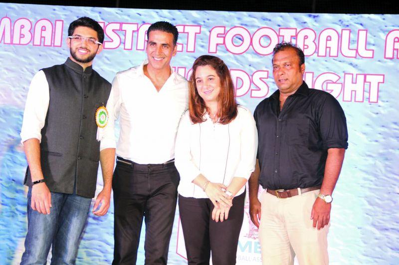 MDFA chairman Aaditya Thackeray, Akshay Kumar, Suzzane Chaudhary and Bruno Coutinho