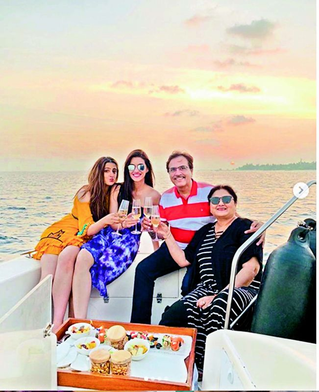 Kriti Sanon with parents Rahul, Geetha and sister Nupur in Maldives.