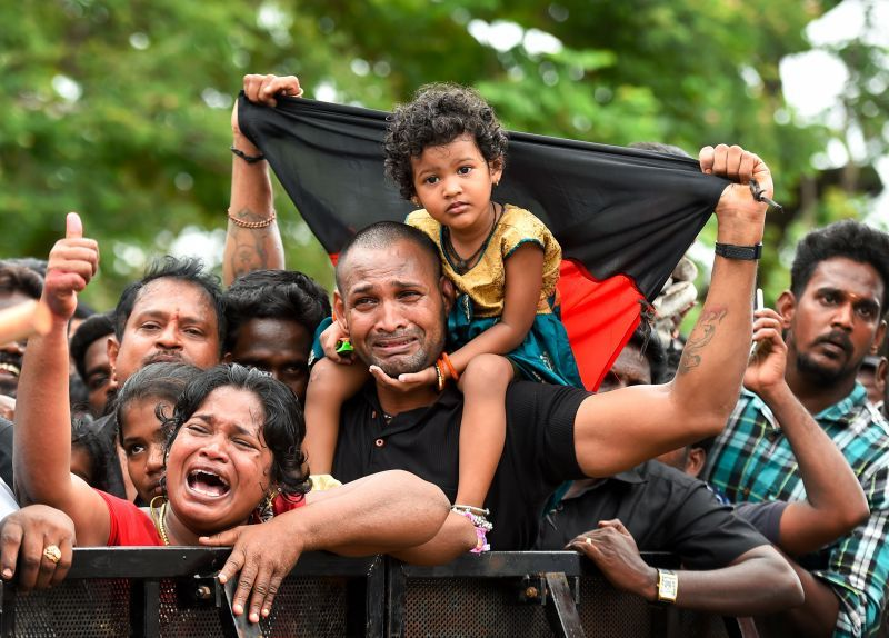 Supporters mourn as they arrive to pay their last respects to DMK chief M Karunanidhi at Rajaji Hall in Chennai . (Photo: PTI)