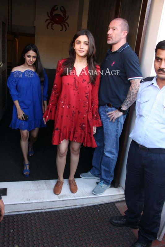 Snapped: Karan, Sidharth celebrate Alia's sister Shaheen's birthday