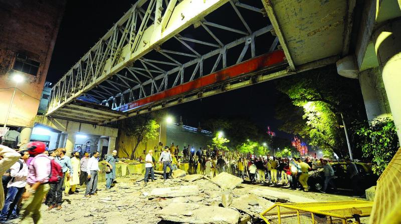 Footover Bridge at CSMT near Times of India building collapses