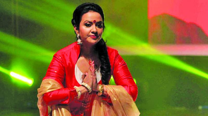 Former Maharashtra chief minister Devendra Fadnavis' wife Amruta Fadnavis, who was recently engaged in a war of words with the Shiv Sena, has in a cryptic comment said having a bad leader was not the state's fault,
