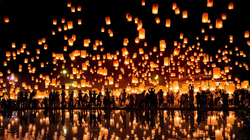 This event is part of the festival of lights in Northern Thailand to show respect to Buddha. (Photo: AFP)